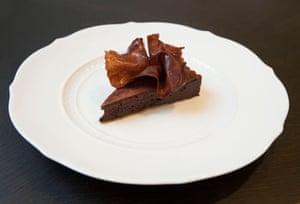 """""""World Class"""": pastel de chocolate amargo de Jason Atherton, servido en The Betterment, W1."""