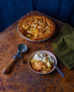 Muy atractivo: tarta de manzana con helado de coco.