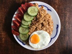 """El nasi goreng de Pat Tanumihardja: es el kecap manis y la pasta de camarones que """"distinguen el nasi goreng""""."""