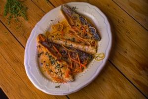 """""""Particularmente bueno con trucha"""": pesce al carpione."""