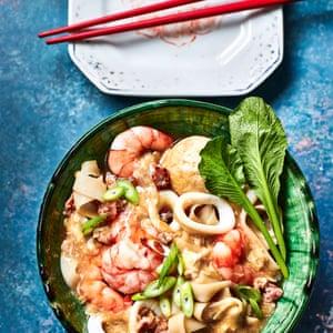 Ho Seafood in Egg Sauce de Lizzie Mabbott.
