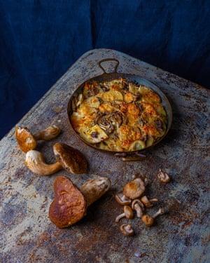Esto sería adecuado para muchos tipos de hongos: apio, ceps, papa y mozzarella.