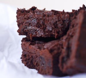 Brownies de ciruelas pasas Nigel Slater.