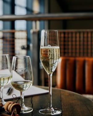 Tesco presentó el vino espumoso Hush Heath en 2016, satisfaciendo la creciente demanda de burbujas caseras.