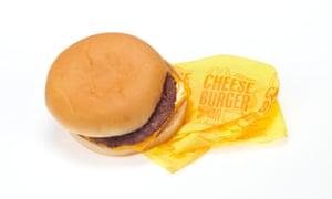 Hamburguesa con queso de McDonald's.