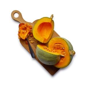 Felicity Cloake Pumpkin Pie 01. Todas las calabazas no son iguales: elija solo una variedad de cocina decente, como el Príncipe Heredero, la cebolla roja o la nuez moscada.