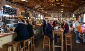The Goods Shed, un mercado de granjeros y una tienda de comestibles en Canterbury.