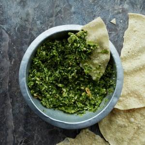 Este chutney verde picante se mantendrá durante semanas en el refrigerador y es un excelente ingrediente.