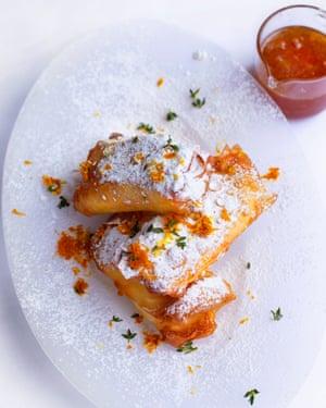 Oro pálido: masa de ricota, tomillo de limón y clementina.