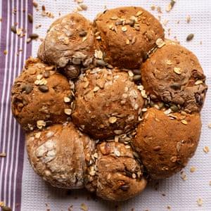 Poder alimenticio: rollos de melaza, centeno y nueces.