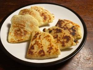 Todo en la cocina agrega mantequilla derretida o margarina.