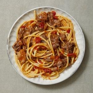 Bigoli con rabo de buey y tomate, de Lello Favuzzi.