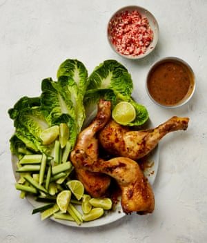 Plato de pollo satay y sambal de Yotam Ottolenghi.