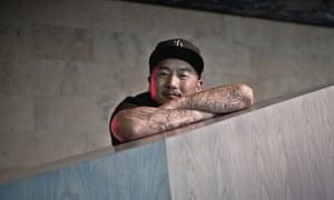 Roy Choi en su restaurante Pots, ubicado en el Line Hotel, Korea Town, Los Ángeles.