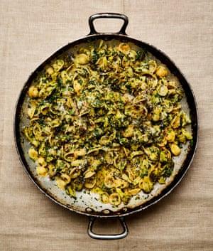 Orecchiette Yotam Ottolenghi con brócoli y rúcula