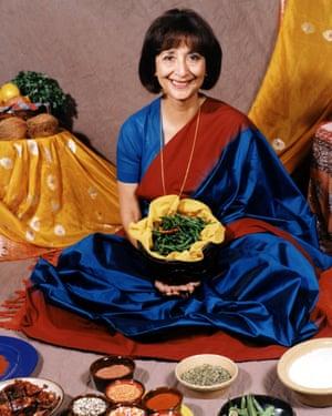 """Madhur Jaffrey sobre los sabores de la BBC en la India: """"Calma, digna y absolutamente absurda""""."""