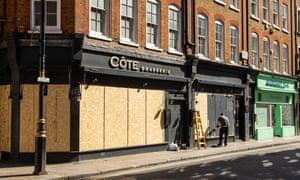 """Restaurantes bloqueados en Soho, Londres debido al coronavirus, 24 de marzo de 2020: """"La gente piensa que estamos en el negocio de alimentos y bebidas, pero no lo estamos"""". Trabajamos en el ambiente. """""""