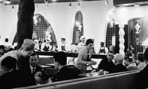 Descartando: comensales en el Golden Egg, Charing Cross Road, Londres, octubre de 1963.