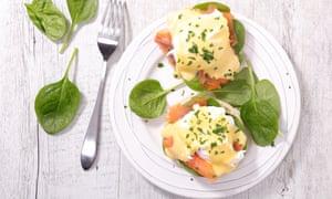 Huevos reales, un toque de pescado en huevos benedictinos