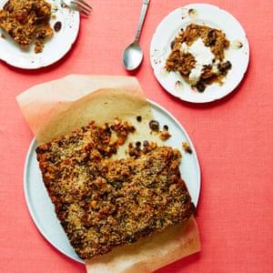 Budín de pan de coco de Liam Charles nan para Sweet Spot Food: Valerie Berry. Asistente de comida: SongSoo Kim.