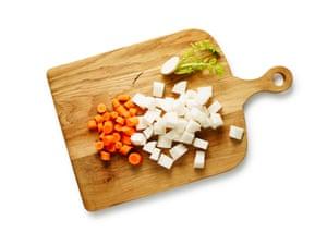 Kimchi 05 de Felicity Cloake. 5 Mientras el repollo está en su salmuera, prepare todas las demás verduras que formarán la base de su kimchi