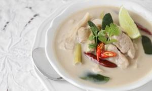 Tom kha Gai, sopa de pollo con coco y galanga tailandesa