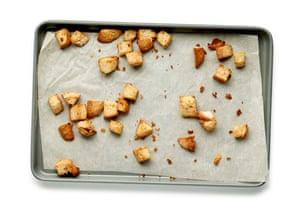 Trozos de pan tostado para ensalada César