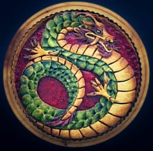 Pastel de frambuesa con corteza de dragón Devoney
