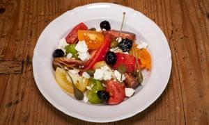 'Regateado con gotas de aceite de oliva picante': ensalada de tomate tradicional.