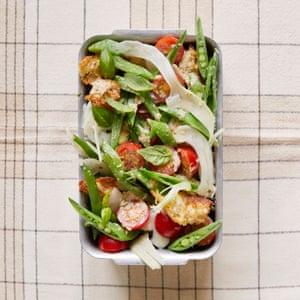 Ensalada de verduras de verano Jane Baxter con aderezo de tonnato.