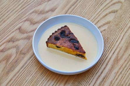 Littlefrench ciruela y tarta de armagnac con crema de armagnac.