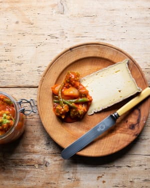 Mucha patada: tomate encurtido y coliflor.