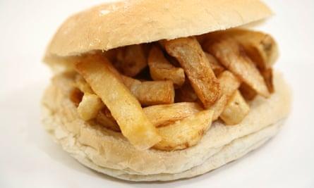 Un chip butty en un rollo