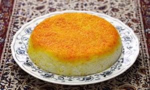 La capa crujiente en la parte superior es el precio al cocinar tahdig persa