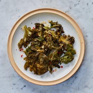 Vegetales verdes picantes de Marcus Samuelsson (col rizada).