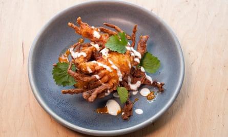 """""""Rico en mariscos"""": cangrejo de caparazón blando."""