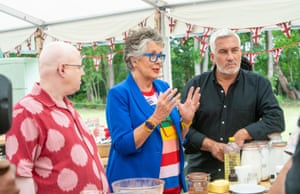 Matt Lucas se une a los jueces Prue Leith y Paul Hollywood en Bake Off Tent.