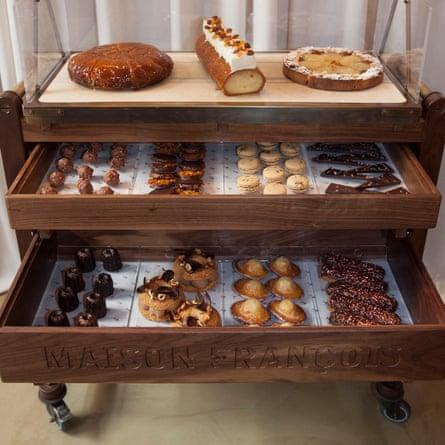 Y finalmente, este carrito para tartas de Maison François.