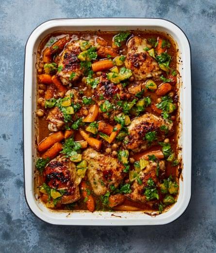 Pollo bereber picante de Yotam Ottolenghi, zanahorias y garbanzos.