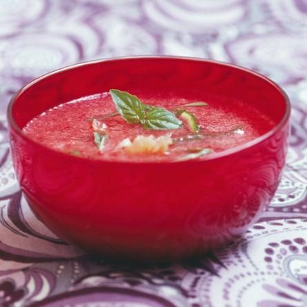 Sopa de fresa y albahaca
