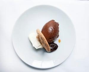 Heaven es la mousse de chocolate de Soho's Noble Rot en Londres.