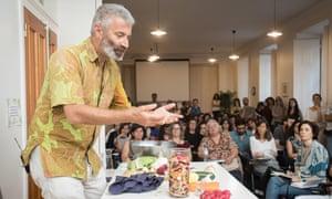 Sandor Katz en el Instituto Portugués de Macrobiótica, Lisboa, durante su gira mundial, mayo de 2019.
