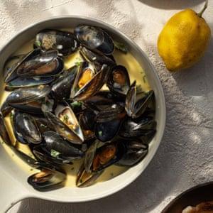 Mejillones en salsa cremosa de ajo y vino blanco The Seafood Shack: Food & amp; Cuentos de Ullapool Kirsty Scobie y Fenella Renwick
