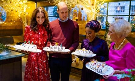 Nadiya Hussain con el duque y la duquesa de Cambridge y Mary Berry en A Berry Royal Christmas 2019 de la BBC