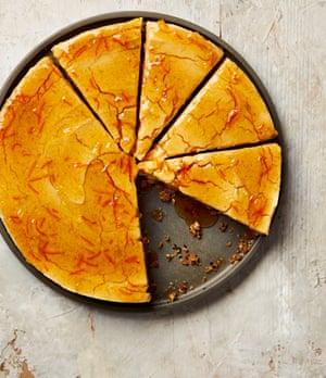 Cheesecake de especias de invierno de Yotam Ottolenghi con glaseado de mermelada