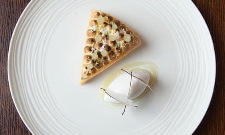 """""""Deliciosamente preparada"""": tarta de merengue de lima."""