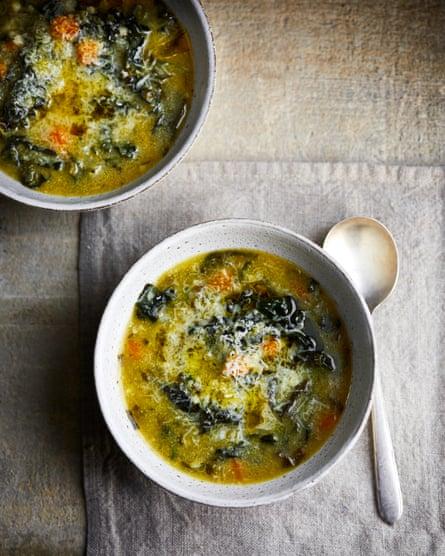 Sopa de polenta verde de Claire Thomson
