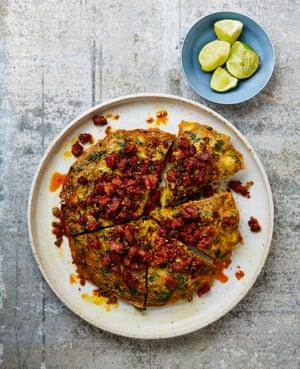 Frittata de coliflor, manchego y chorizo de Yotam Ottolenghi.