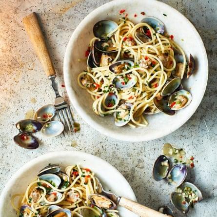 Scialatielli o espaguetis con almejas