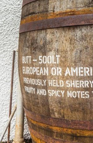 El sabor del whisky está influenciado por la barrica en la que madura.